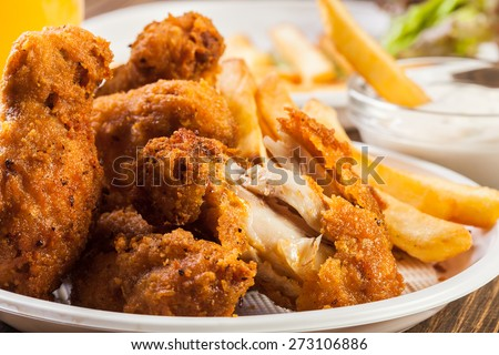Crisp crunchy golden chicken wings with chips
