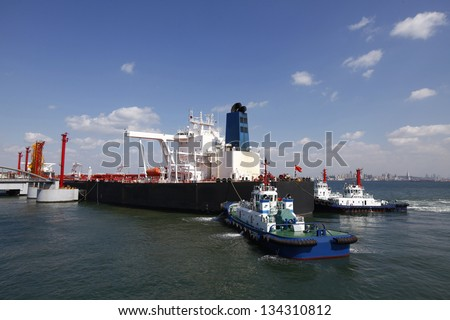 Crude oil trading terminal of Qingdao Port, China, China's crude oil imports in the largest berthing large 30-ton tanker - stock photo