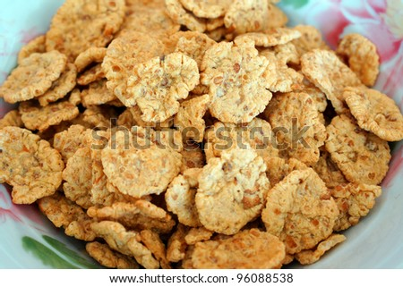 Crunchy corn flakes in a white bowl