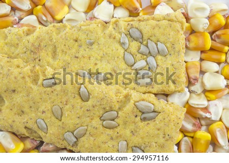 Crunchy oat thins with sunflower surrounded with dried corn grains