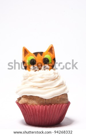 Cupcakes with a cat on top