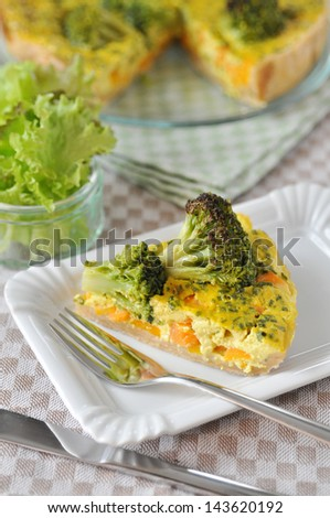 Curry Quiche with carrots and broccoli