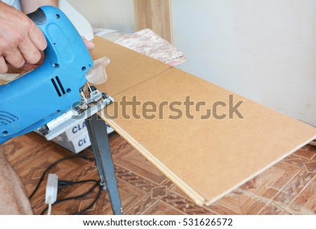 Cutting laminate flooring lengthwise. Cutting laminate flooring with hand saw