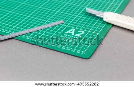 Cutting mat with ruler and cutter