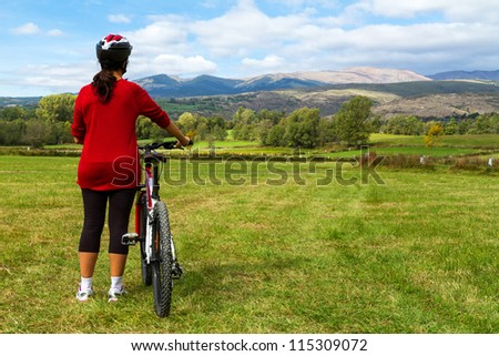 Cyclist looking for the spanish landscape