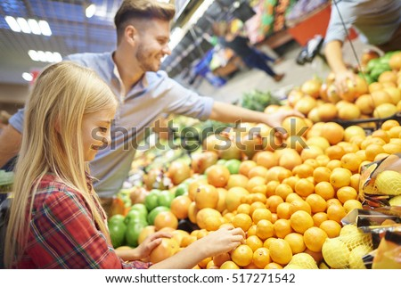 Daddy and daughter comparing fruits