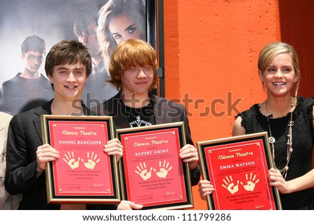 """Daniel Radcliffe with Rupert Grint and Emma Watson at the Hand, Foot and Wand Print Ceremony Honoring The Cast of """"Harry Potter"""". Grauman's Chinese Theater, Hollywood, CA. 07-09-07 - stock photo"""