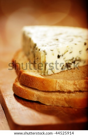 danish blue cheese on slices of bread