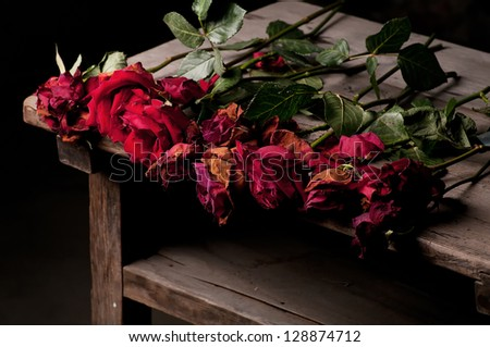 Dead roses on the wood table