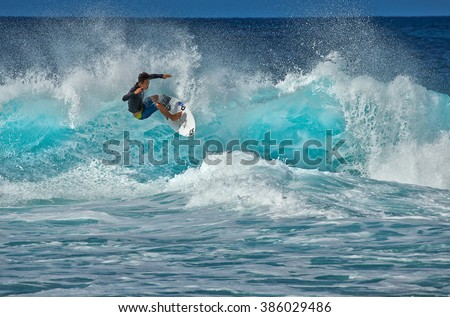 DECEMBER 15,2015 - PUPUKEA,HAWAII: A surfer tackles the notoriously difficult Pipeline surf break. Huge waves break over a shallow reef, making it extremely dangerous.