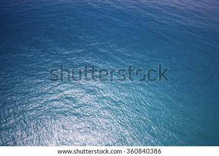 Deep blue water, reflecting the daylight, surfers paradise