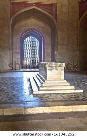 DELHI, INDIA - NOV 11: beautiful grave of marble with ornaments in islamic style inside humayuns tomb on Nov 11, 2011 in Delhi, India. Humayun's tomb is the tomb of the Mughal Emperor Humayun.