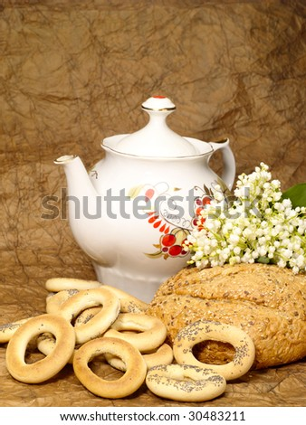Delicious peasant bread with teapot and flowers