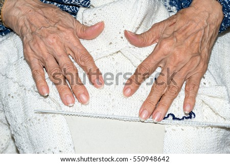 Detail of the hands of an elderly woman