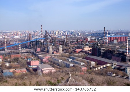 Detailed view of a distillation tower of a petrol refinery - stock photo