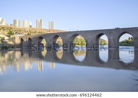 stock-photo-dicle-river-ten-eyed-bridge-