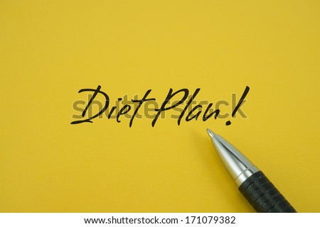 Diet Plan! note with pen on yellow background
