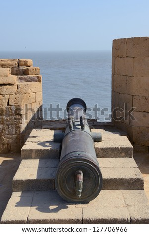 DIU, INDIA - JAN 14:Five hundred year old Portuguese Guns, made of steel, rusting away at the Diu Fort, an erstwhile Portuguese Colony in India on January 14, 2013 in Diu, India