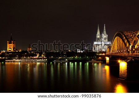 DOM in Cologne, the railroad bridge, night