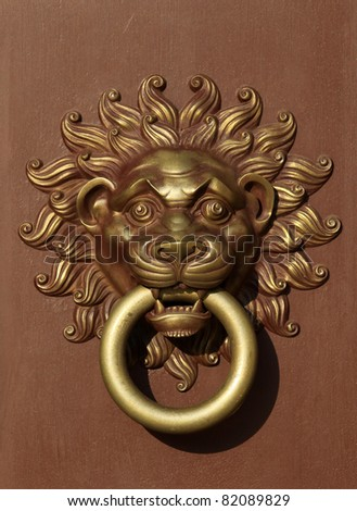 Door knocker with lion