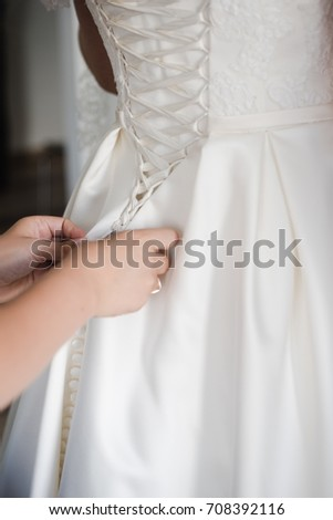 dressing up a dress, bride's fees, bride in wedding dress
