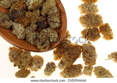 Dry white mulberries, they are used in oriental cuisine.