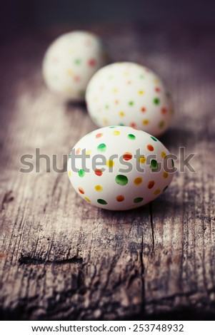 Easter eggs on wooden background/ easter holidays background