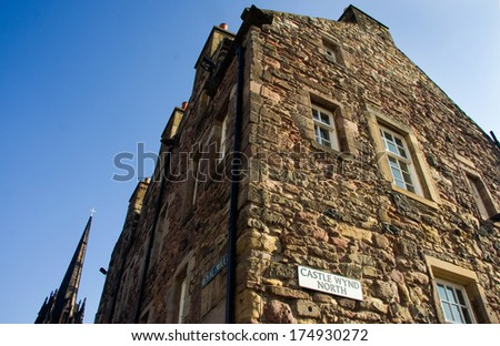 Edinburgh, Royal Mile plate, tipical landmark of the city with castle wynd north - stock photo