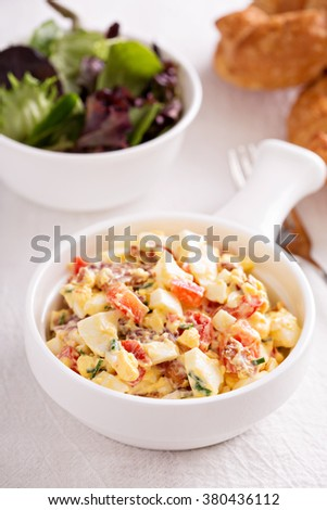 Egg salad with bacon, red pepper, chives and smoked paprika