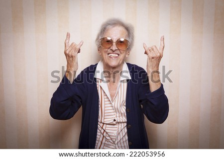 elder lady making rock on sign