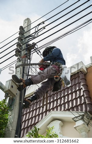 Electrician connects a Power meter.