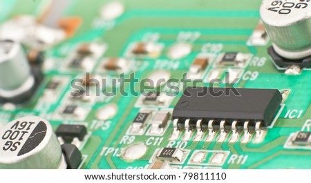 Electronic chip, mounted on board