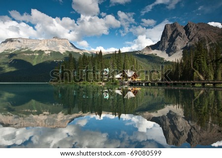 emerald lake in banff national park canada