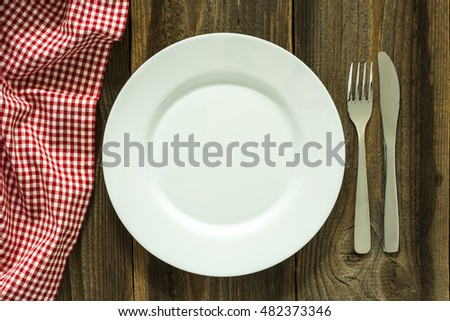 Empty Plate And Cutlery On The Wooden Table./Empty Plate And Cutlery On The Wooden Table
