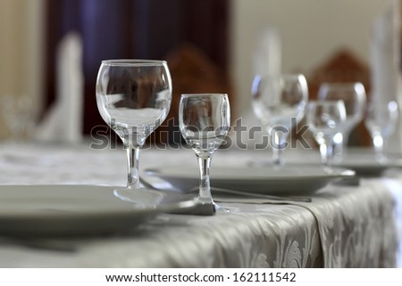 Empty wine glasses on the table in a restaurant