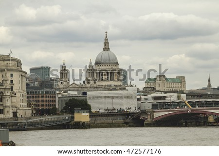 England, London, Thames river, St Paul's Cathedral
