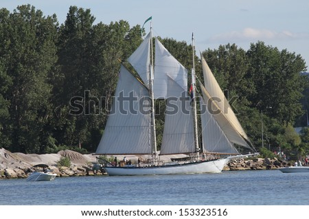 Erie, Pennsylvania, USA - September 5, 2013: The AppledoreIV sailing into the 2013 Tall Ships Erie Festival