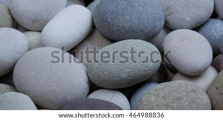 even layer of white and gray pebble