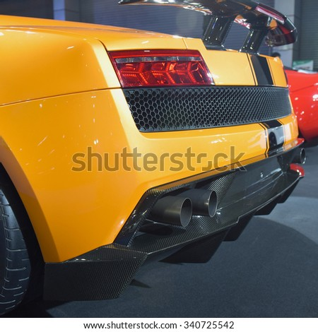 Exhaust pipe of a yellow car