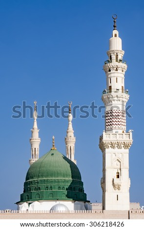 Exterior view of minarets and green dome of a mosque taken off the compound.masjid Al Nabawi minaret and green dome in Madinah, Saudi Arabia