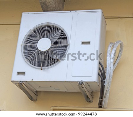 Externe engine of an air conditioner pending from wall