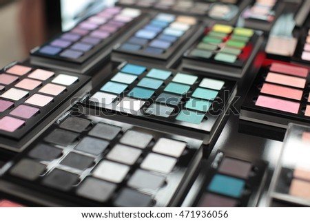 Eye shadow make-up palette