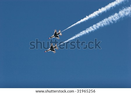 F16 thunderbirds at the airshow