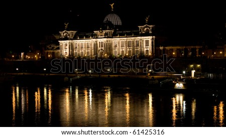 faculty of arts in Dresden by night