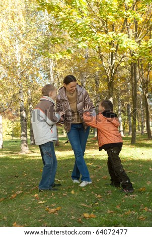 family plays in the autumn park
