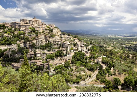 Famous hilltop village of Gordes in Provence, France.