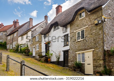 Famous view of Picturesque cottages on cobbled street at Gold Hill, Shaftesbury Dorset England UK Europe