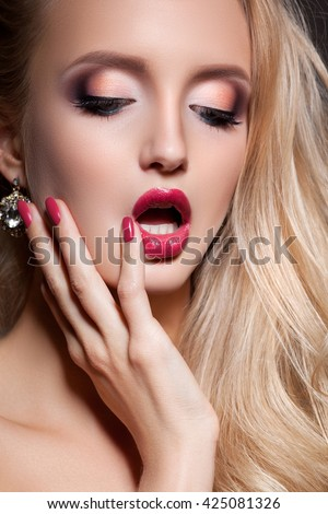 Fashion blonde woman with beautiful face