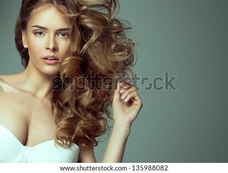 ảnh thời trang làm đẹp tóc vàng với tự nhiên make-up