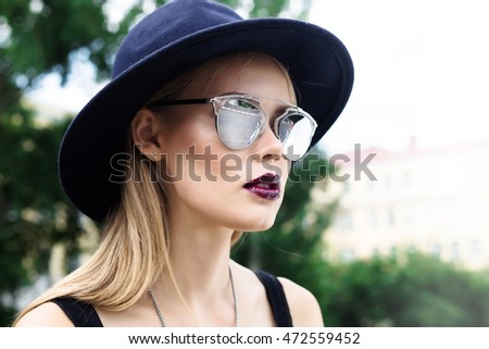 Fashion portrait glamorous Lady in a vintage Hat and trendy sunglasses. Outdoor summer fashion close up portrait beautiful graceful girl in elegant hat with a wide brim. Beauty, fashion concept.